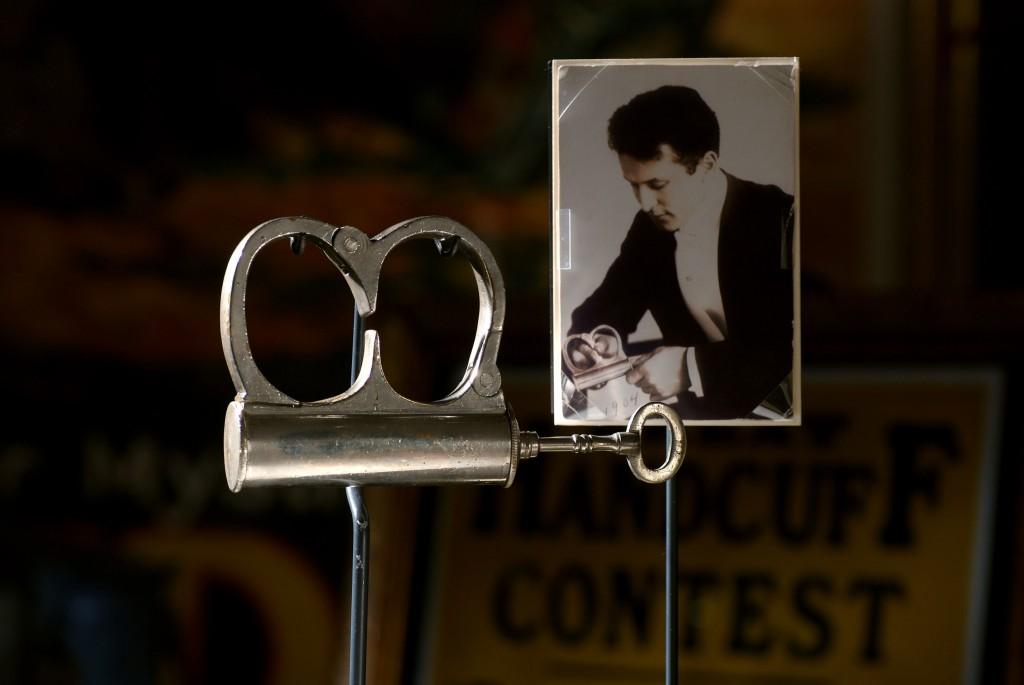 Houdini-Mirror-Cuffs