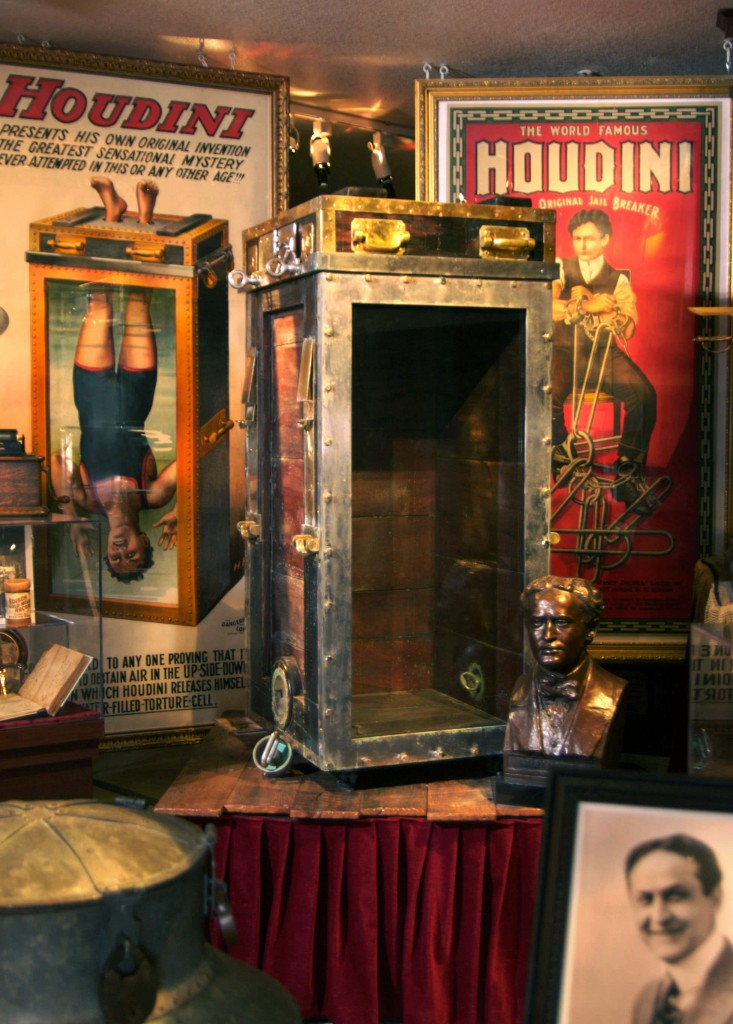 Houdini-Prop-and-Posters